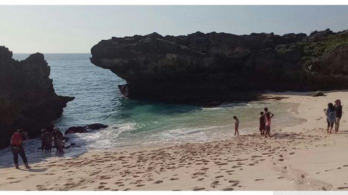 Pantai Mandorak di Kabupaten Sumba Barat Daya Provinsi Nusa Tenggara Timur