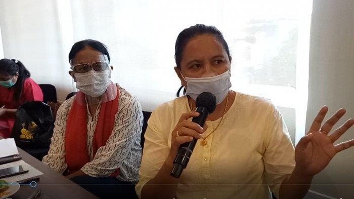 Thersia Ratu Nubi (kanan) dalam workshop menggagas pengintegrasian satgas perlindungan perempuan dan anak di desa yang diselenggarakan oleh LBH APIK NTT di Kupang, Kamis (18/2/2021).