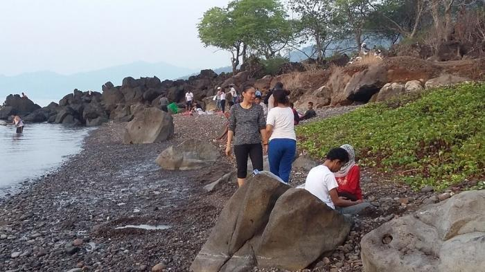 Sesansi Pantai Kawaliwu, Gali Pasir di Pantai Dapatnya Air Panas