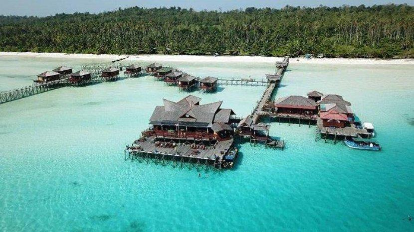Wisata Kepulauan Derawan Bisa Berenang Bersama Ubur-Ubur