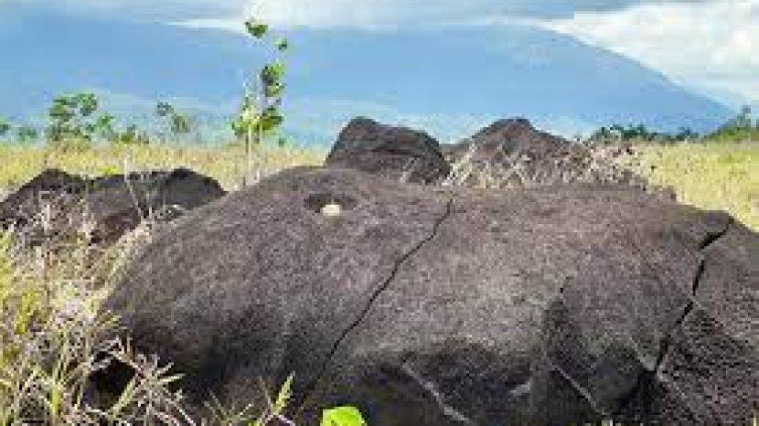 Cerita Rakyat NTT : Kanis dan Kawus Kakak Beradik Jadi Batu Karena Melakukan Hal Ini