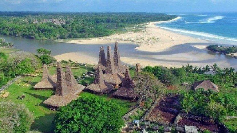 Pantai Ratenggaro di Kabupaten Sumba Barat Daya, Provinsi NTT Indoensia