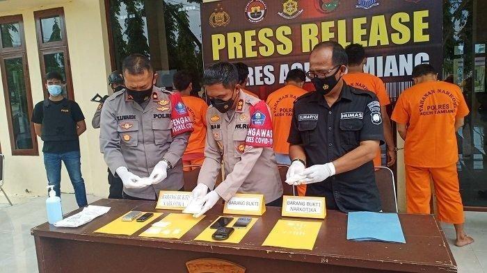 Didatangi Polisi, Atok Kabur Tinggalkan Enam Paket Sabu