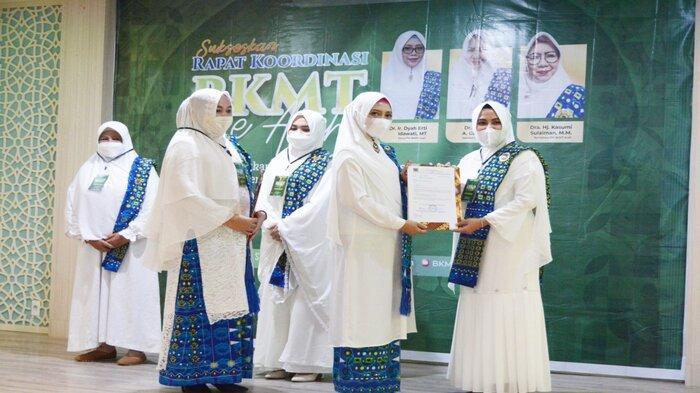 Gubernur Nova Ajak Pengurus BKMT se Aceh Dukung Vaksinasi Covid-19