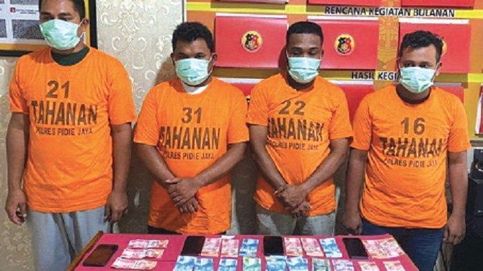 4 Penjudi Online Ditangkap, Polisi Sita Chip dan Uang, Terancam Cambuk 30 Kali