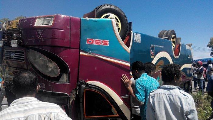 Bus AKDP Terbalik di Padang Pariaman, 1 Tewas dan 10 Luka