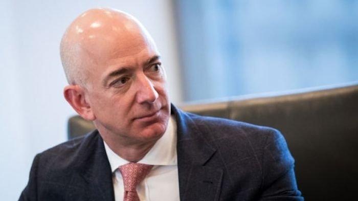 Bezos Mau Pecahkan Rekor ke Antariksa Tanpa Pilot