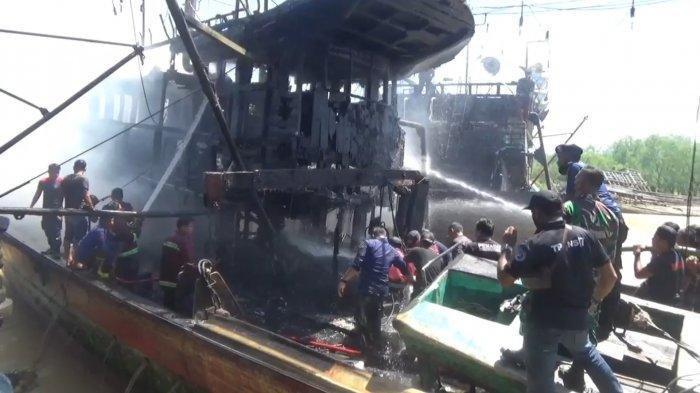 Dua Kapal Penangkapan Ikan Terbakar