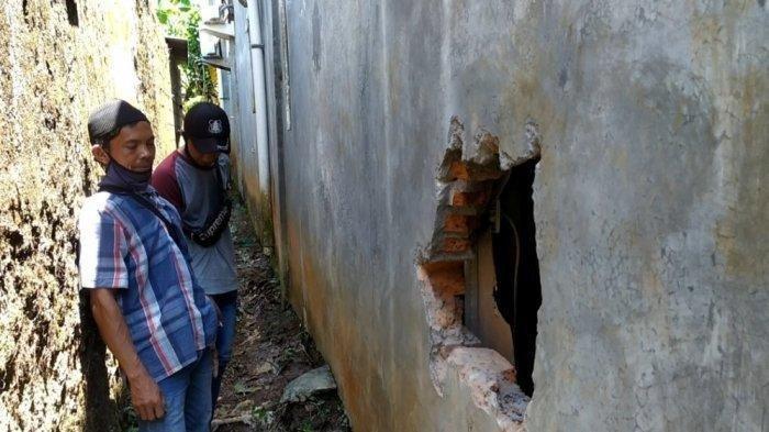 Maling Bobol Mesin ATM , Uang Sebanyak Rp 849 Juta Berhasil Dibawa Kabur