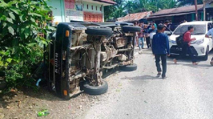Pikap L300 Terbalik di Aceh Singkil, 20 Santri Luka-luka
