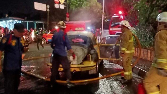 Diduga Korsleting Listrik, Sebuah Mobil Volkswagen Terbakar