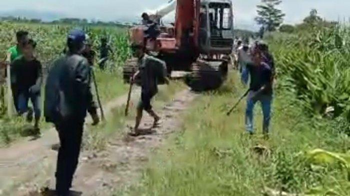 Sekelompok Preman Bayaran Mafia Tanah Tebas Kepala Pembuat Tapal Batas