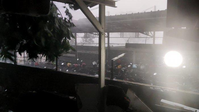 Kota Depok Alami Hujan Deras Disertai Angin Puting Beliung