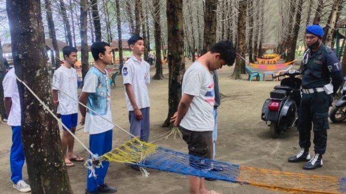 Sembilan Siswa Ditangkap Saat Main Chip Domino, Berjudi di Pantai Lhok Bubon