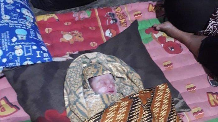 Tengah Malam, Bayi Umur Sehari Ditinggal Sendirian di Pinggir Sungai Tamiang