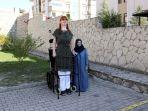 RUMEYSA-Gelgi-tengah-wanita-asal-Turki-yang-dinobatkan-sebagai-wanita-tertinggi-di-dunia.jpg