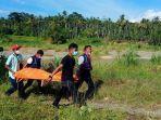 pmi-melakukan-evakuasi-jasad-manusia-di-aliran-krueng-aceh-kawasan-desa-leupung-balu.jpg