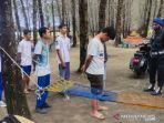 sejumlah-siswa-yang-kedapatan-bermain-gim-domino-di-kawasan-pantai-wisata-lhok-bubon.jpg