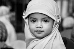 Mengajak Si Kecil Memakai Jilbab