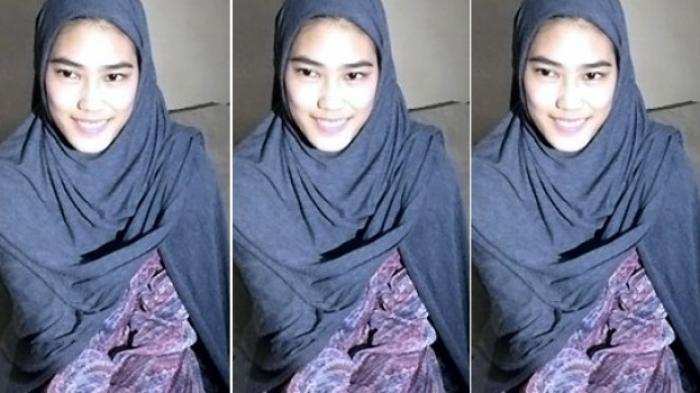 Gadis Cantik Ini Bergetar Saat Ikut Memperingati Maulid Nabi