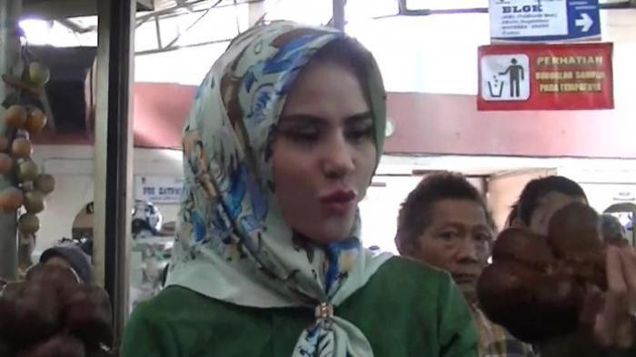 Angel Lelga Pesan Busana Khusus Warna Hijau untuk Kampanye