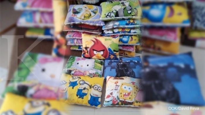 Mendekap Untung Penjualan Boneka Bantal Selimut