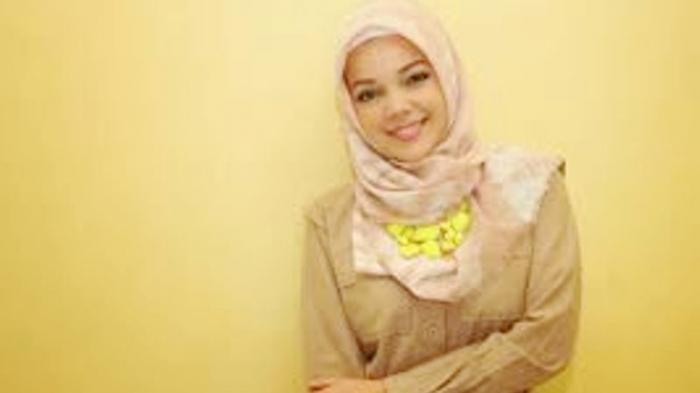 Riasan Cantik ala Dewi Sandra