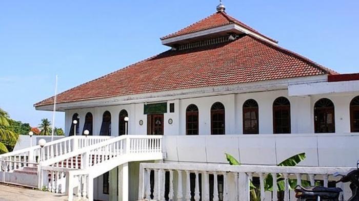 Masjid Agung Al-Baitul Qadim, Pembangunannya Dibantu Umat Nasrani