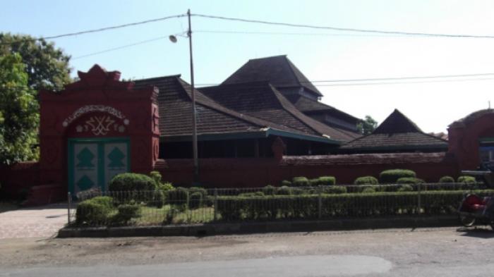 Sang Cipta Rasa: Masjid Berlegenda `Azan Pitu`