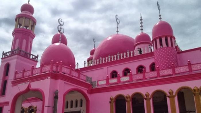 Pesona Warna Pink Masjid Maguindanao