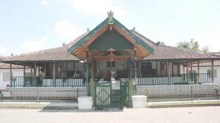 Masjid Sulthoni Plosokuning sebagai Batas Kerajaan