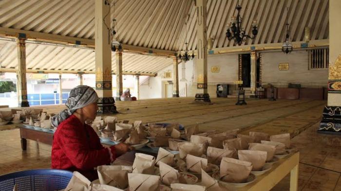 Masjid Gede Kauman Jogja Sediakan Buka Puasa 1200 Porsi Gulai Kambing