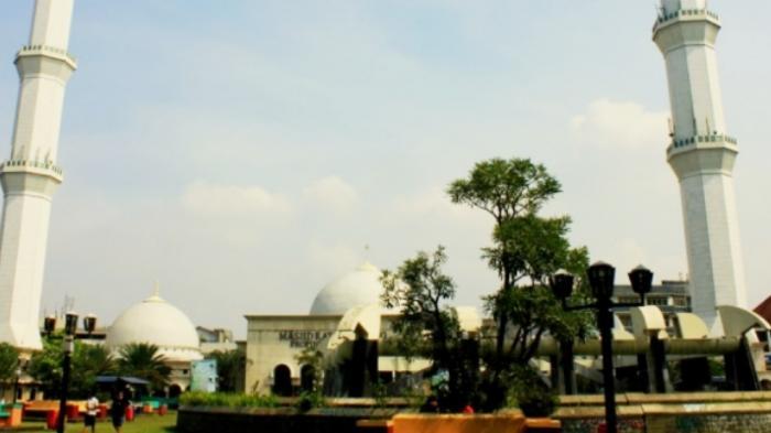 Masjid Raya Bandung: Sentuhan `Kubah Bawang` Soekarno