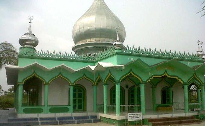 Masjid Pertama di Pulau Sugara