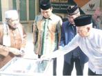 gubernur-kalsel-dan-gerakan-jumat-berinfak_20160723_160533.jpg
