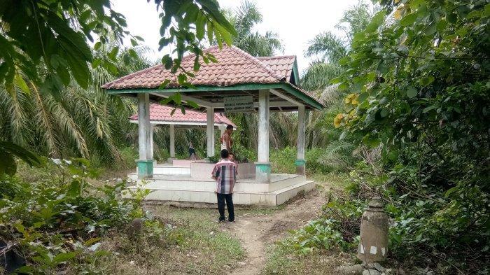 Kuburan Ayahanda Mufti Agung Kesultanan Aceh di Tepi Sungai Lae Cinendang, Aceh Singkil
