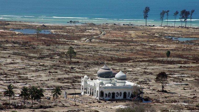 Masjid Rahmatullah Lampuuk, Saksi Bisu Tsunami Aceh yang Dibangun Berkat Rahmat Melalui Sarang Walet