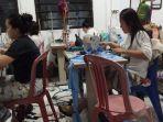 warga-binaan-lapas-perempuan-kelas-iia-palembang-produksi-masker-sendiri.jpg