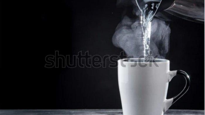 Manfaat Minum Air Panas: Membantu Meringankan Penderita Akalasia