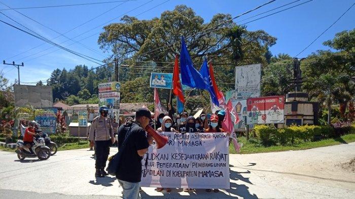 Aksi unjuk rasa mahasiswa Mamasa