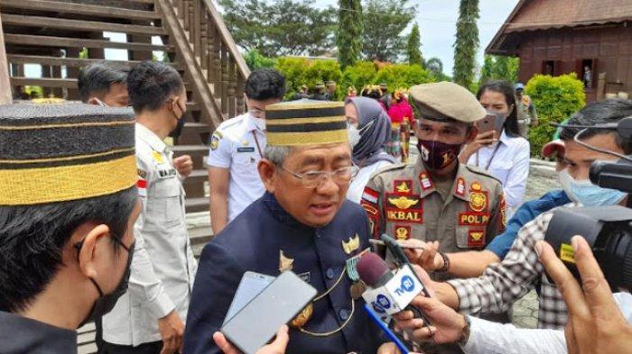 Pesan Gubernur Sulbar Ali Baal Masdar untuk Raja Mamuju Bau Akram Dai