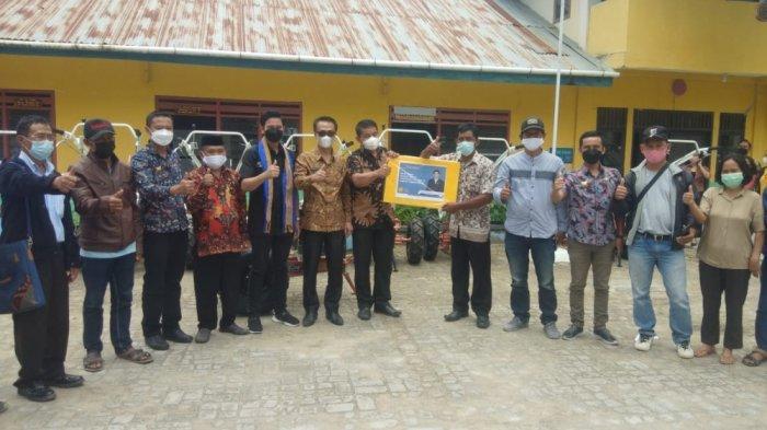 Anggota DPD RI Salurkan 10 Unit Hand Traktor untuk Petani Mamasa