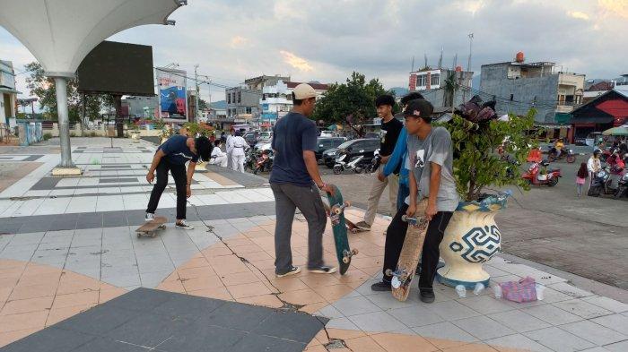Hindari Kecanduan Game Online, Anggota KMS Salurkan Hobi Main Skateboard di Anjungan Manakarra