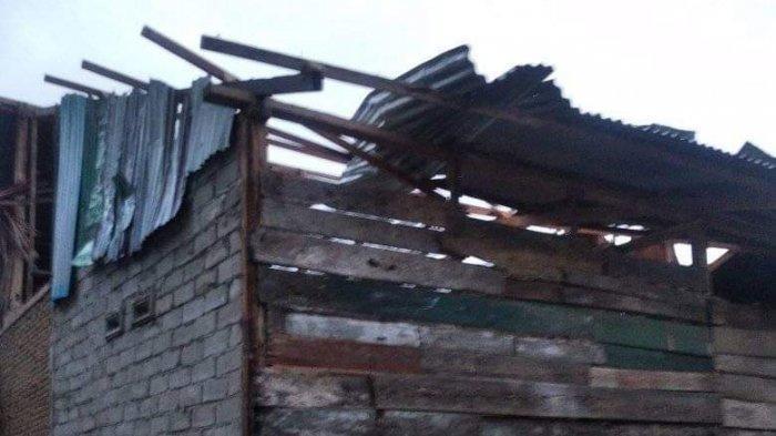 Angin puting beliung, terjadi di Dusun Garuda, Kecamatan Papalang, Mamuju