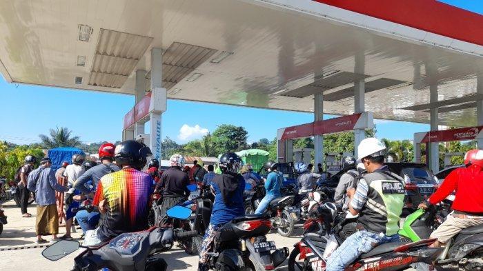 Distribusi BBM ke Mamuju Terhambat, Antrean Kendaraan Mengular di SPBU Simbuang Mamuju