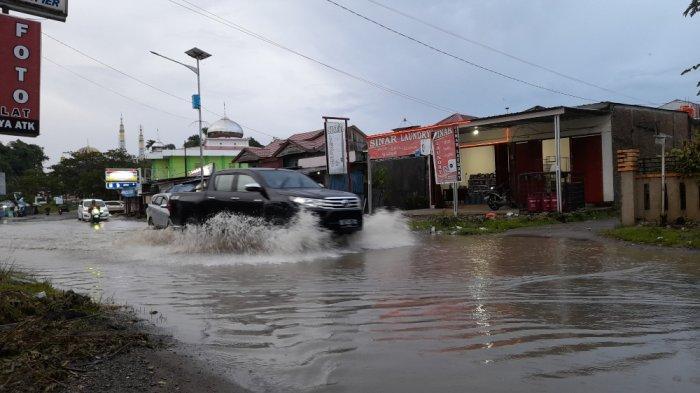 Jalan Abd Malik Pattana Endeng di Korongana Langganan Banjir, Ketua RT: Merembes ke Rumah Warga