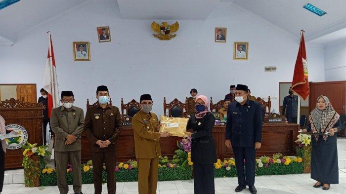 Ranperda APBD 2022 Diserahkan ke DPRD, Pemkab Majene Target Pendapatan Daerah Rp 773 M
