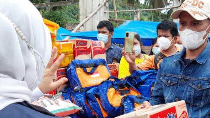 Sutinah Suhardi Tinjau dan Bagikan Sembako ke Warga Korban Banjir di Desa Sondoang