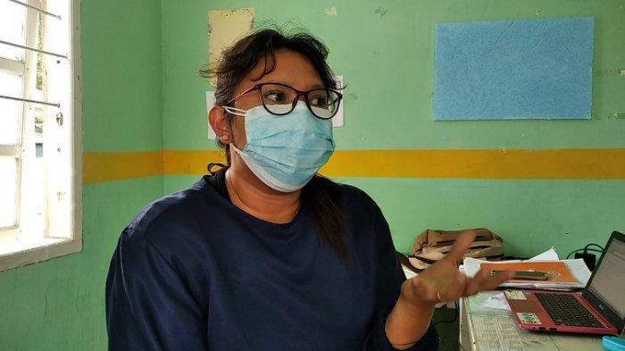 Viral Warga Pakai Masker Tempurung Kelapa, Dokter: Sangat Berbahaya Jangan Ditiru