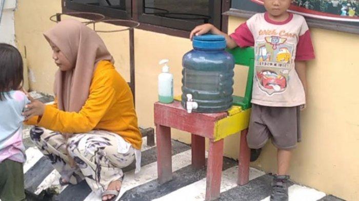 Dua Bocah Ditemukan Terlantar di Pinggir Jalan, Warga: Ditemukan Jelang Salat Subuh